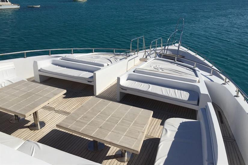 Space to relax between dives on Blue Pearl