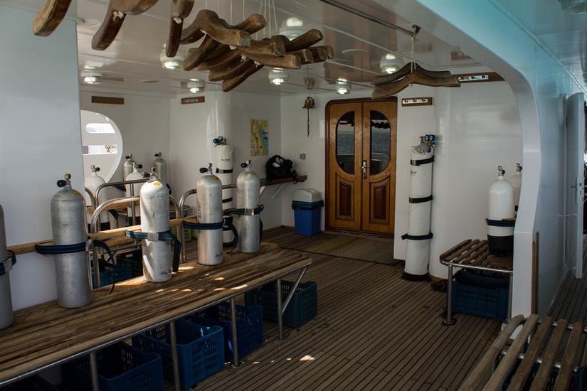 Blue Pearl Liveaboard - Dive Deck