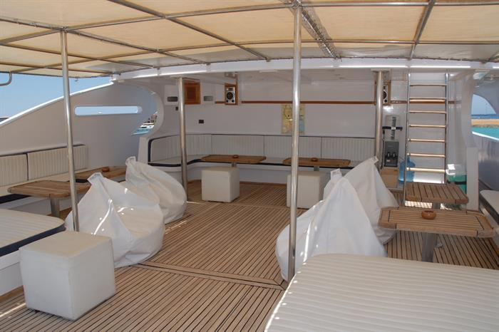 Spacious deck areas for bewteen dives