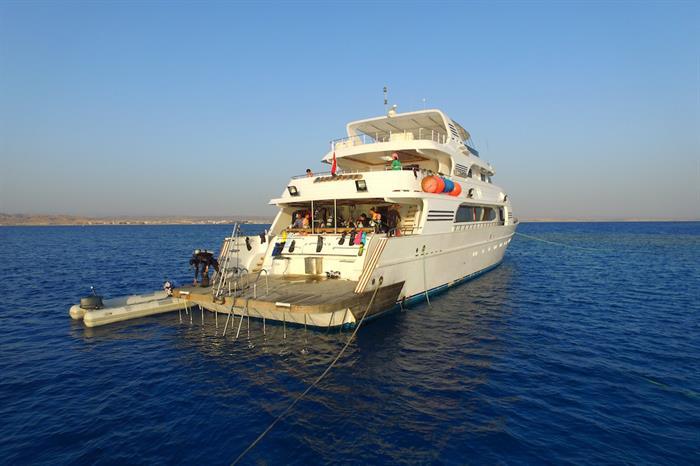 Dive deck & platform - Blue Seas Liveaboard