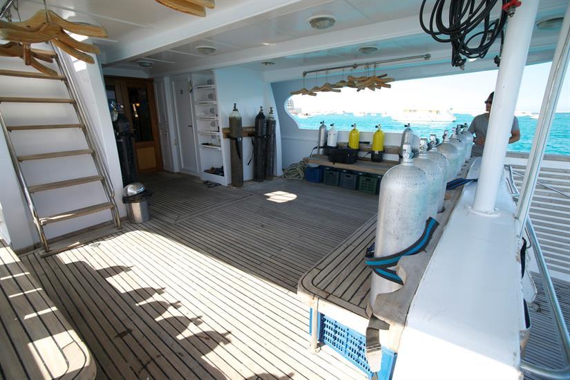 Blue Planet 1 dive deck