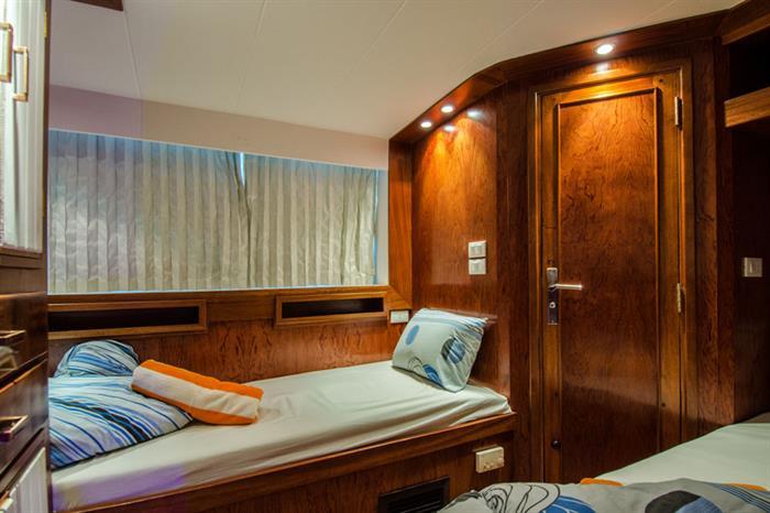 Blue Planet 1 twin cabin lower deck