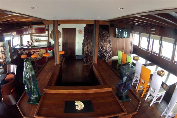 Bar & Restaurant - MSY Waow Liveaboard