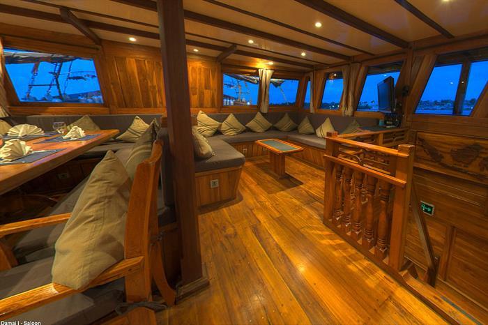 Spacious salon and dining area - Damai I