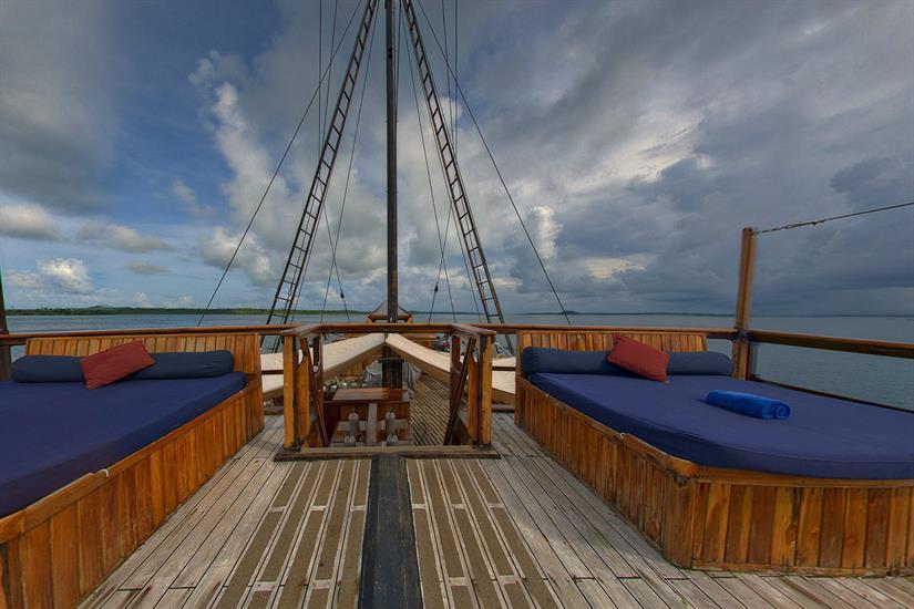 Comfortable sun deck with loungers - Damai I