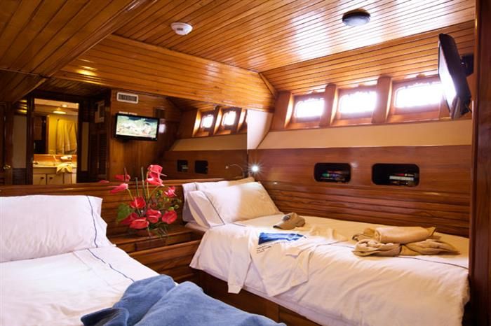 Galapagos Aggressor III Liveaboard Deluxe Stateroom