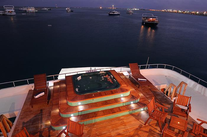 MV Orion Liveaboard Hot Tub