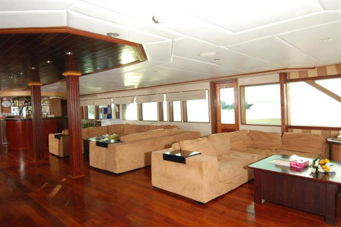 Indoor Lounge - Leo Liveaboard