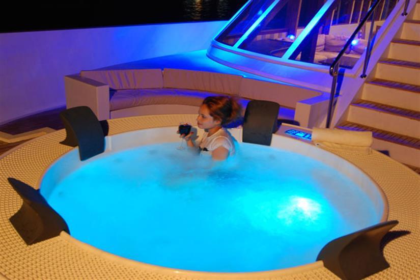 Hot Tub - MV Leo Liveaboard