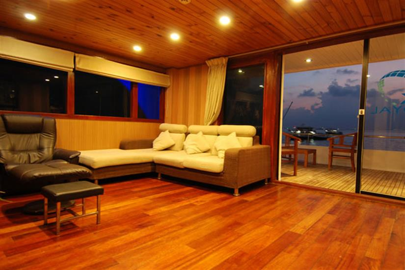 Indoor Lounge - Leo Liveaboard Maldives