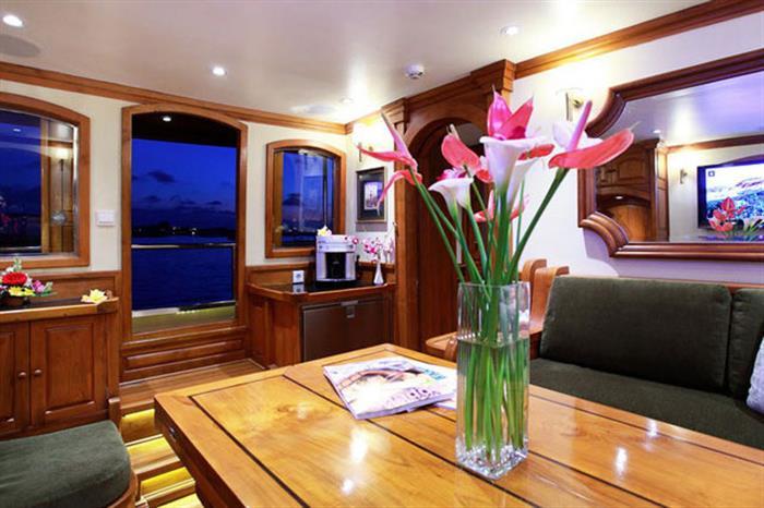 Lounge area - Adelaar Liveaboard