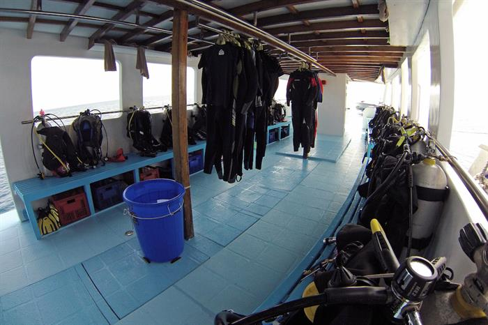 Spacious Diving Dhoni - Amba Maldives