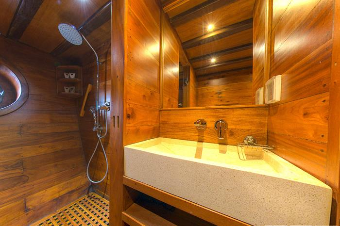 En-Suite Bathroom Cabin 1 - Damai II