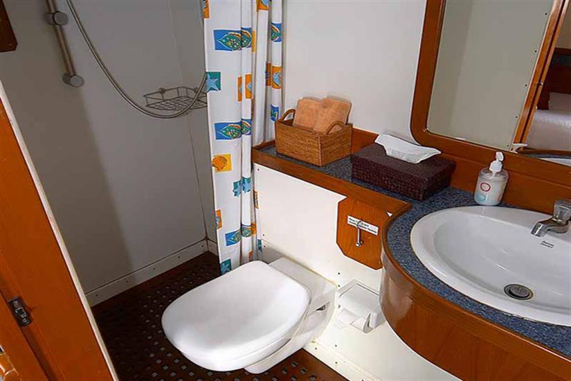 En-Suite Bathroom - Mermaid I Liveaboard