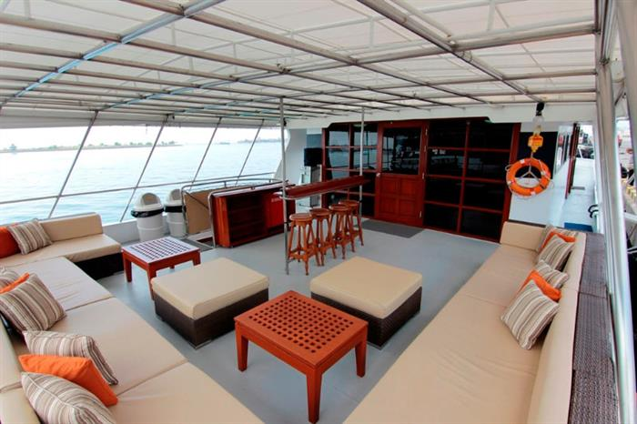 Outdoor Shaded Deck - Mermaid II Liveaboard