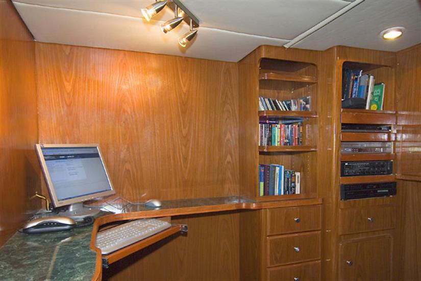 Library - Solmar V Liveaboard