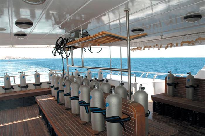Dive deck - Blue Fin Liveaboard