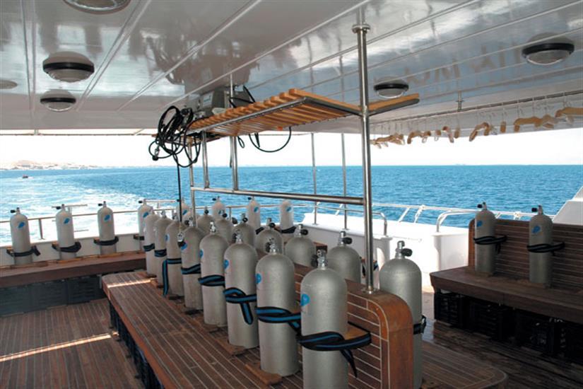 Dive deck - Blue Fin Liveaboard