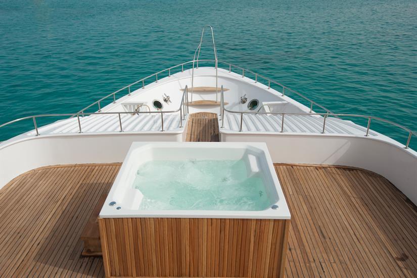Hot Tub - blue Horizon Red Sea