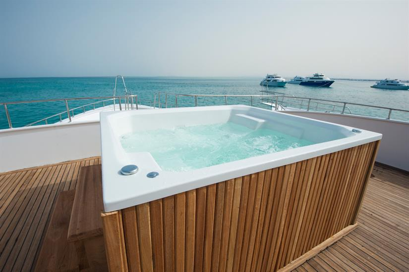 Hot Tub - blue Horizon