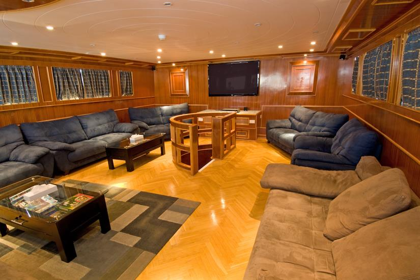 Relax in the comfortable salon lounge - Blue Melody