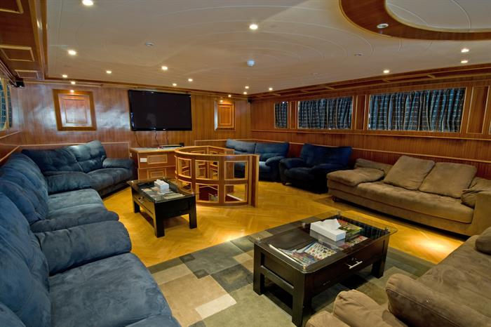 Blue Melody liveaboard - Lounge area