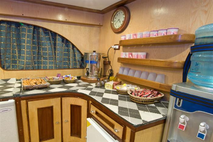 Dringks & Snacks on board the Blue Voyager