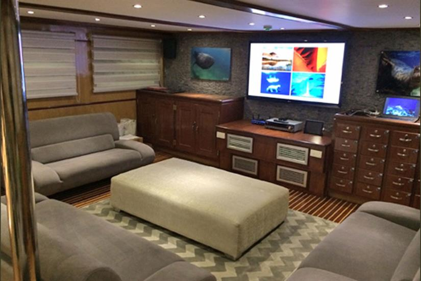 Indoor Salon & Entertainment Area - Blue Voyager
