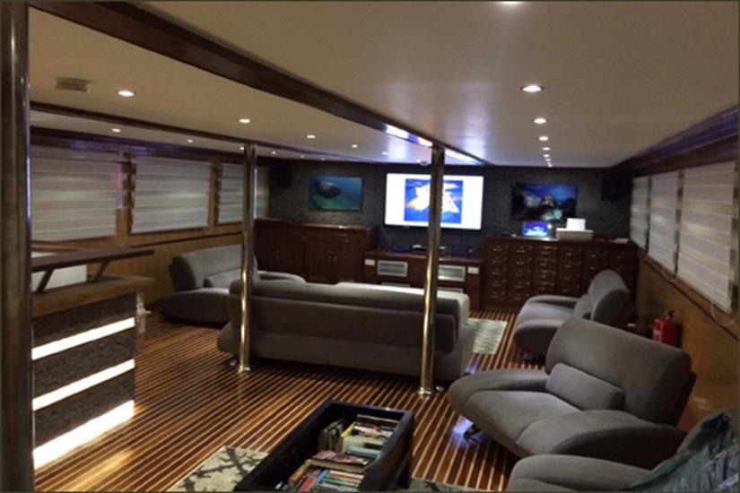 Sky Lounge - Blue Voyager