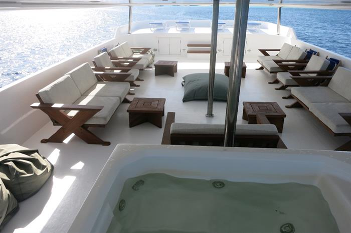 Sky Deck with Hot Tub - blue Voyager Maldives