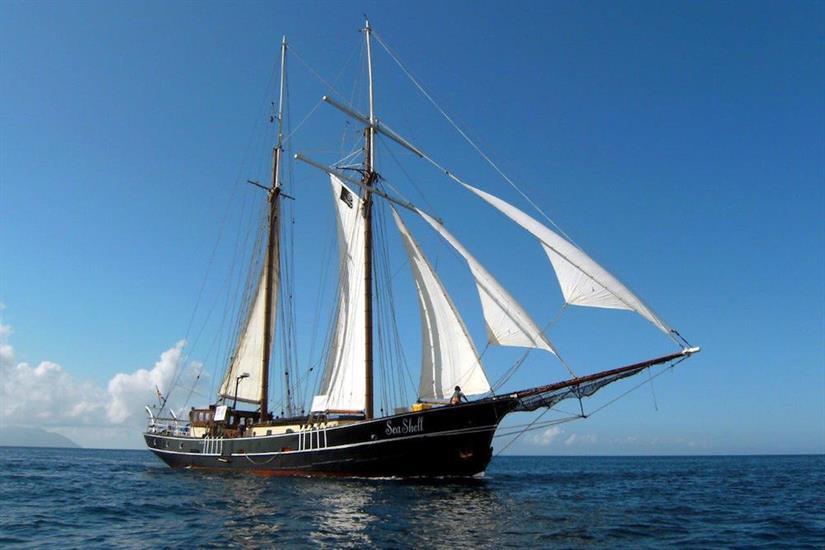 Sea Shell Liveaboard at sail