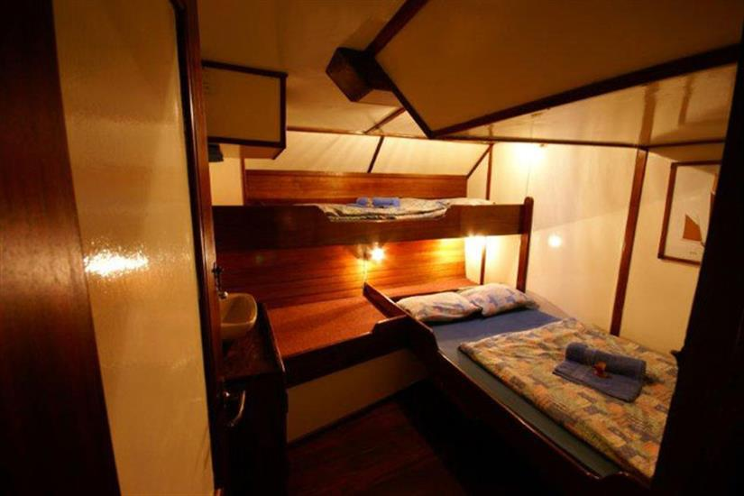Double bed + Single bunk bed cabin - Sea Shell Liveaboard