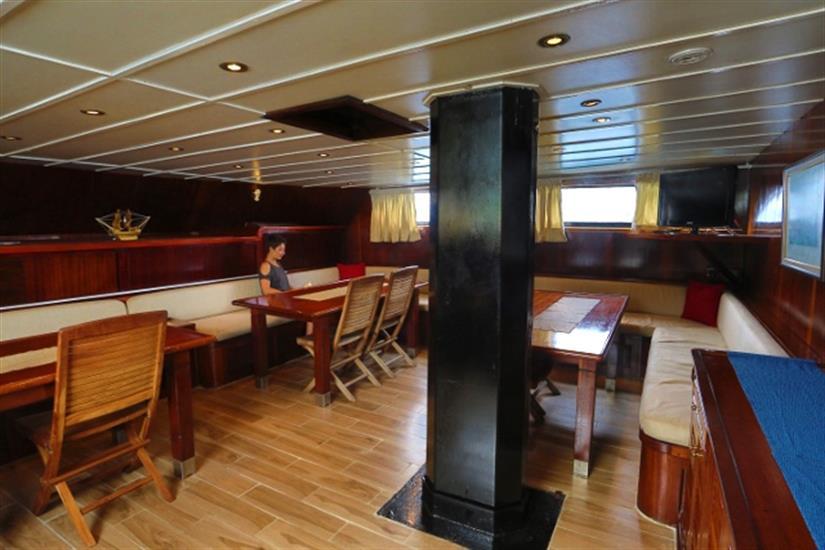 Sea Star Liveaboard -  indoor Salon/Dining area