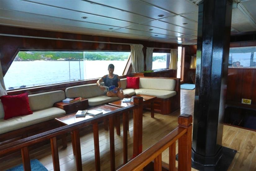 Bar & lounge area - Sea Star Liveaboard