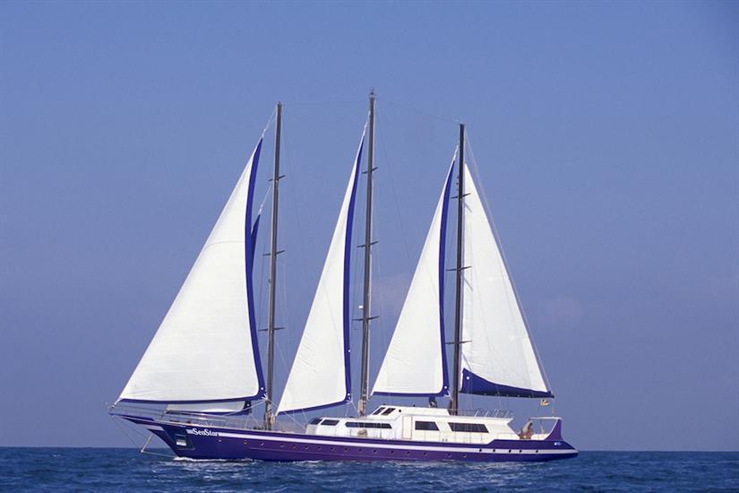Sea Star Liveaboard at sail