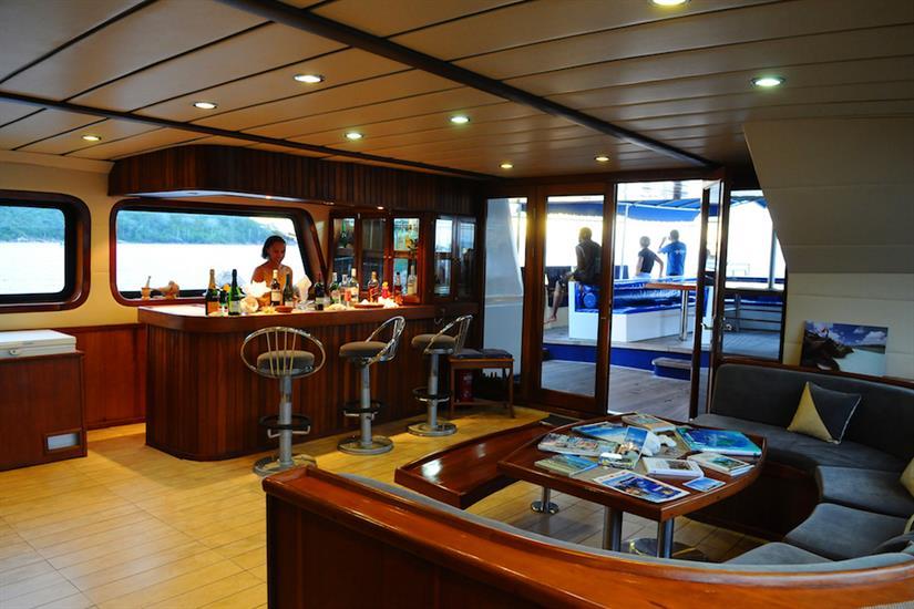 Bar & lounge area - Sea Bird Liveaboard