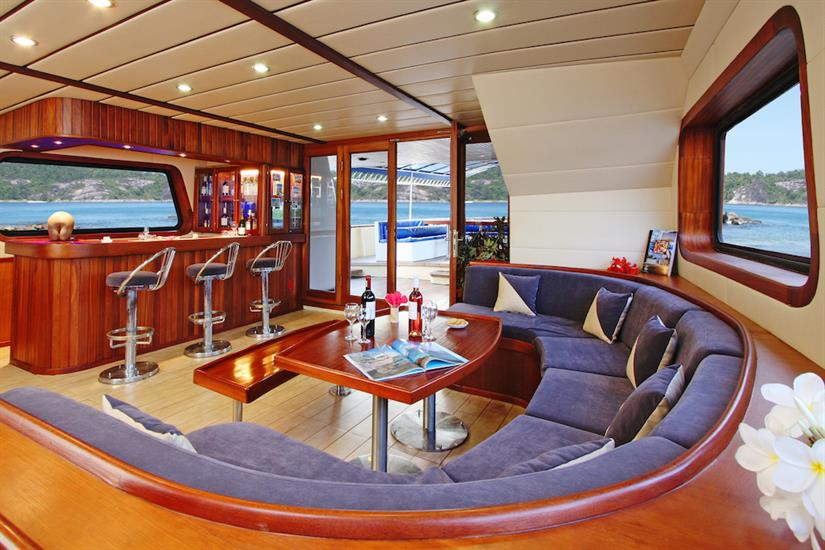 Lounge and bar onboard Sea Bird Liveaboard