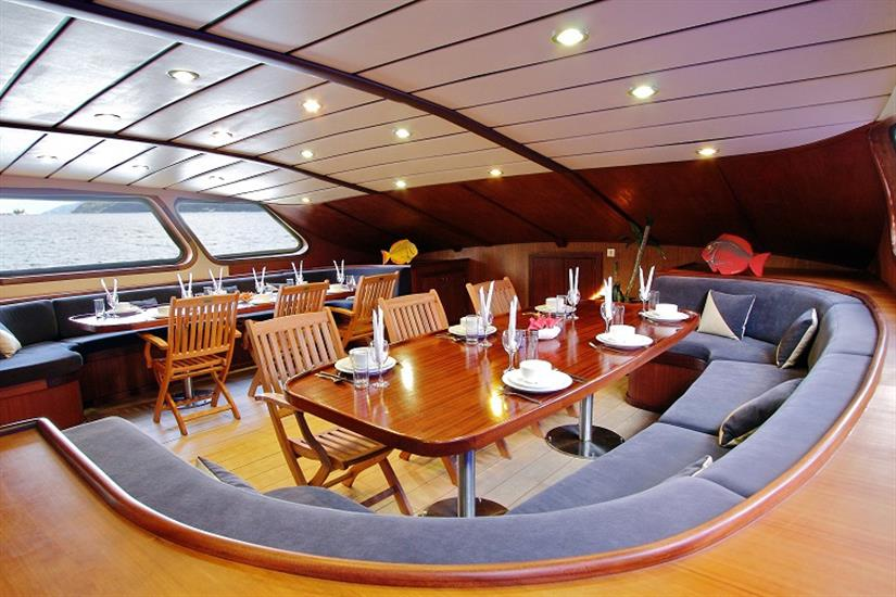 Dining salon area - Sea Bird Liveaboard