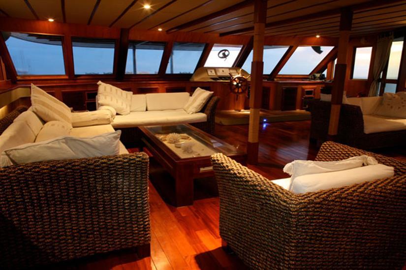 Indoor Lounge Area - Ocean Divine