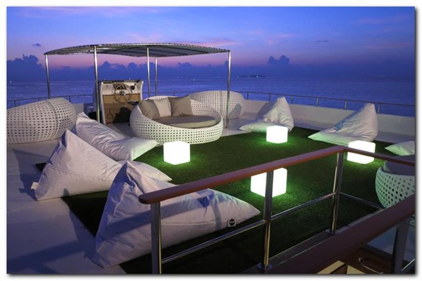 Outdoor Lounge Area - Ocean Divine