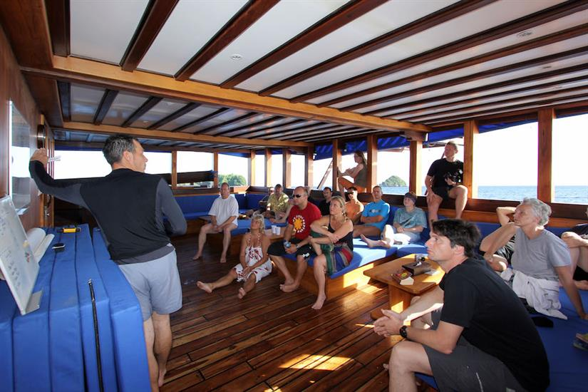 Dive briefing - Amira Liveaboard