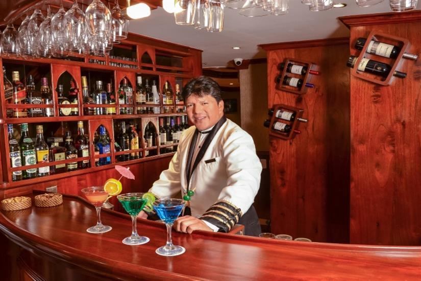 Cocktails and beverages onboard Galapagos Sky