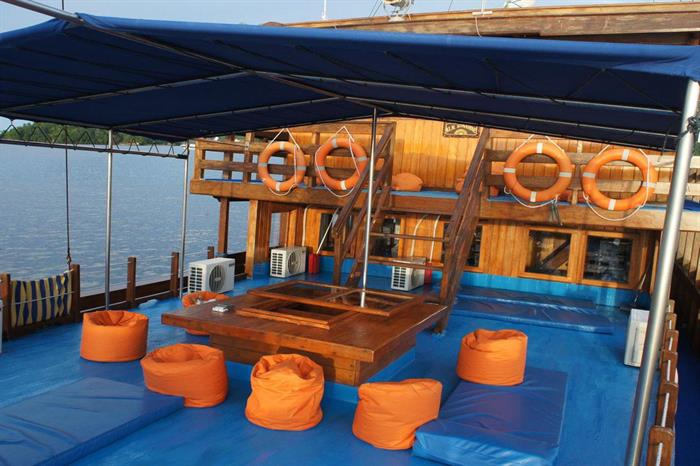 Upper deck chill out area - Sunshine Liveaboard