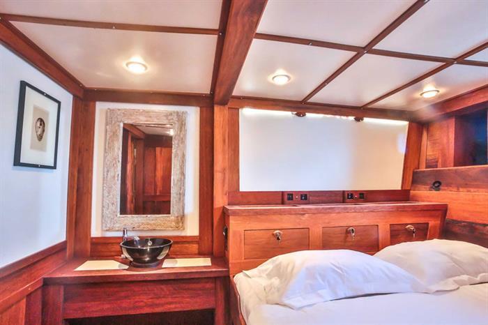 Double cabin - Ombak Putih