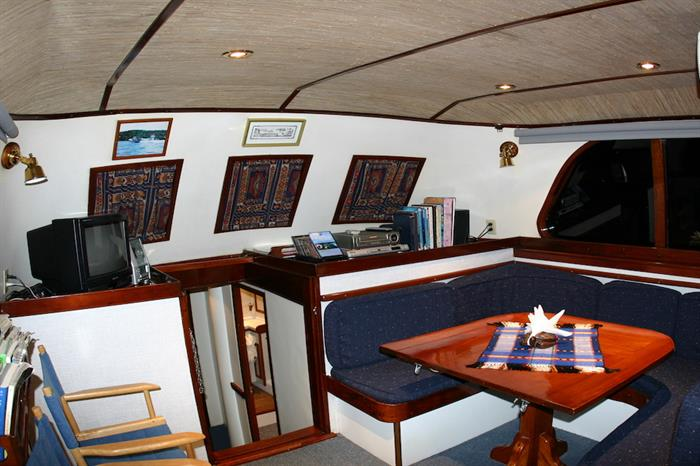 Lounge area - Ocean Hunter 1
