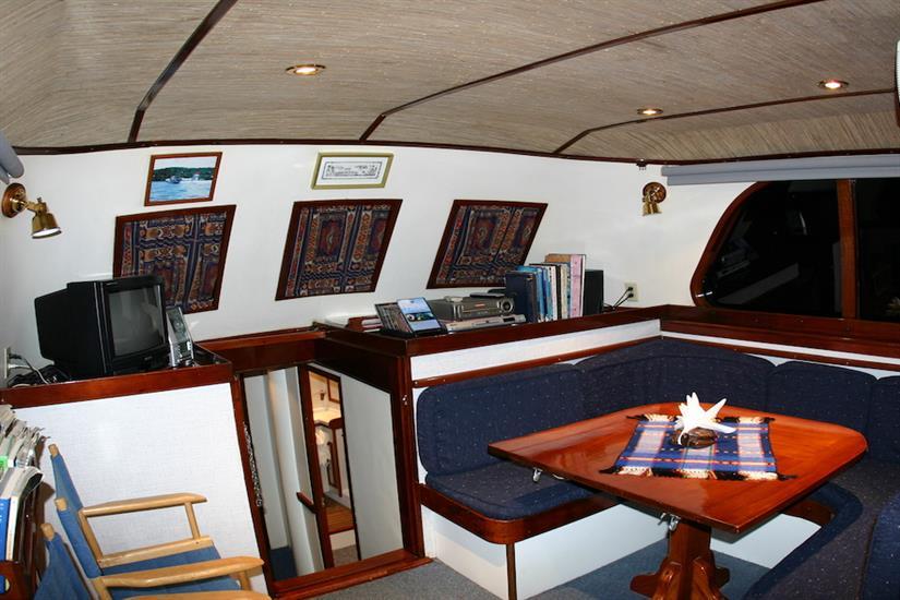 Lounge area - Ocean Hunter 1