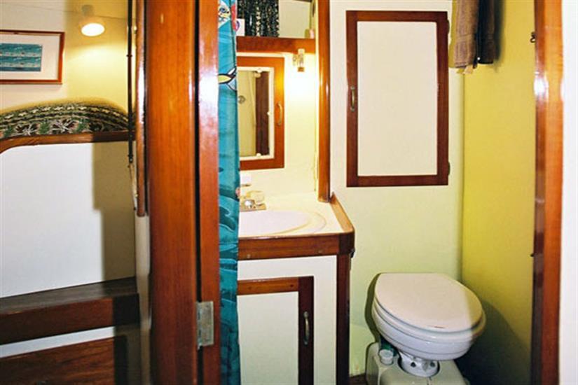 En-suite bathroom - Ocean Hunter 1