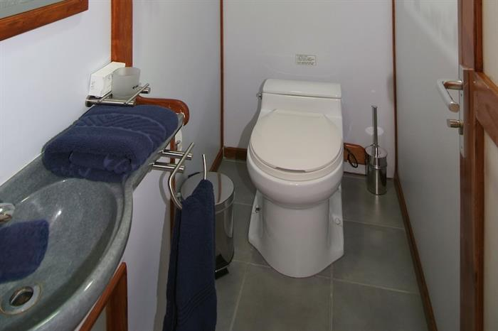 En-suite facilities onboard Ocean Hunter 3