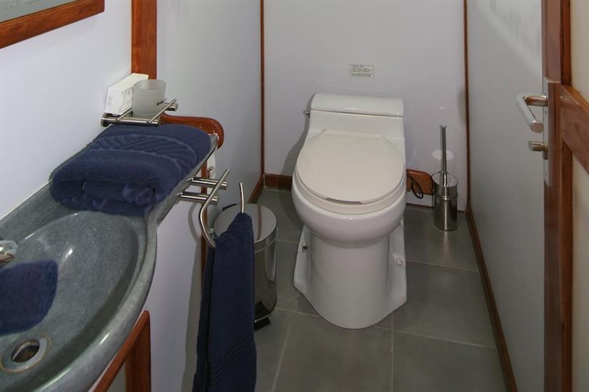 En-suite facilities onboard Ocean Hunter 3