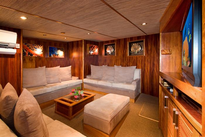 Comfortable lounge area - Ocean Hunter 3